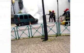 Photo of (VIDÉO) Une voiture détruite par les flammes dans le bourg du Gros-Morne