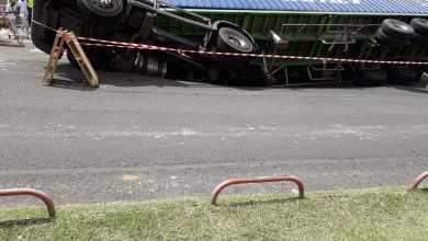 Photo of (VIDÉO) Un camion renversé dans la zone de la Jambette au Lamentin