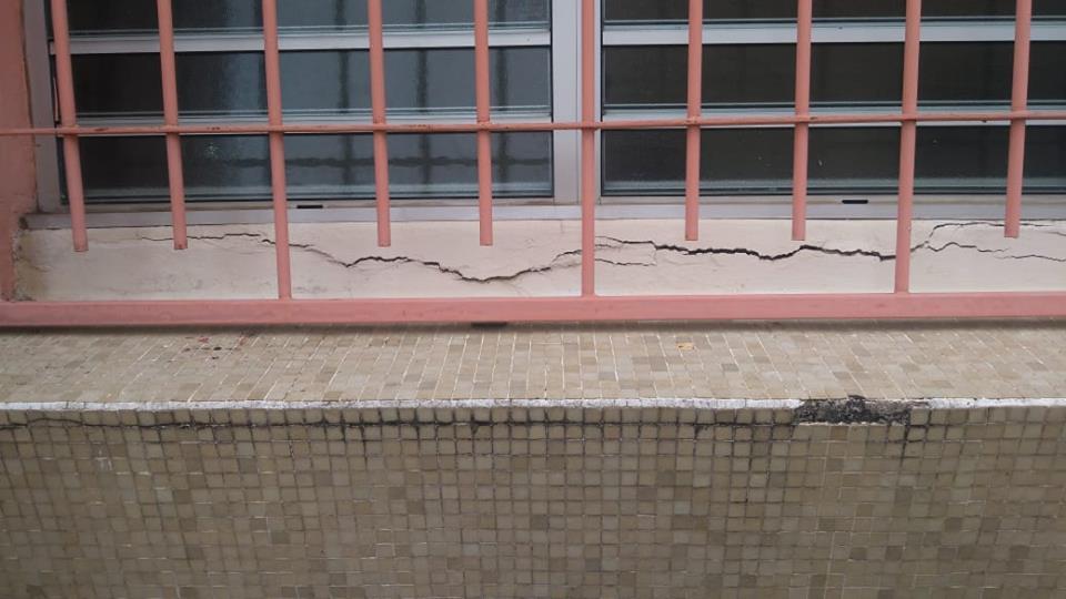 Des fissures apparaissent dans un bâtiment du collège Jacques Roumain à Rivière-Pilote suite au séisme