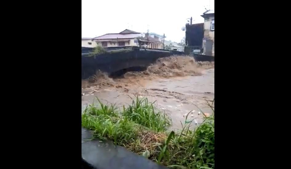 (VIDÉO) De fortes pluies se sont abattues sur Saint-Pierre à la mi-journée