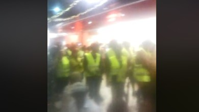 "Photo of Les ""gilets jaunes"" en Martinique investissent un centre commercial à Fort-de-France (VIDÉO)"