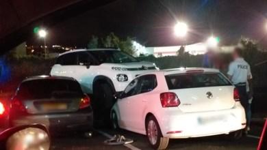 Photo of Une voiture fait une sortie de route au niveau du McDonald's de Dillon et arrive sur une autre stationnée