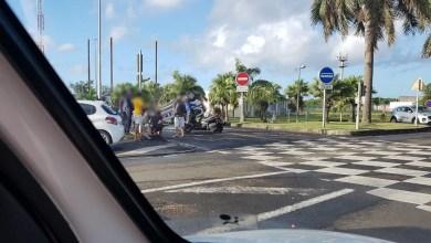 Photo of Collision entre un véhicule léger et une voiture de police. Cette dernière sur le toit