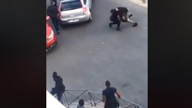 Photo of (VIDÉO) Bagarre entre médiateur et un policier. Ce dernier suspendu de ses fonctions