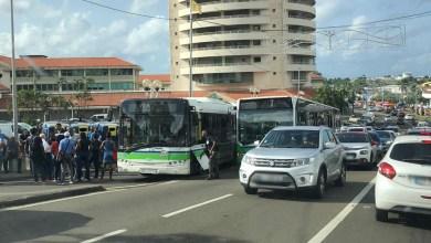 Photo of Les accès au centre-commercial la Galleria partiellement bloqués par les chauffeurs des bus Mozaïk