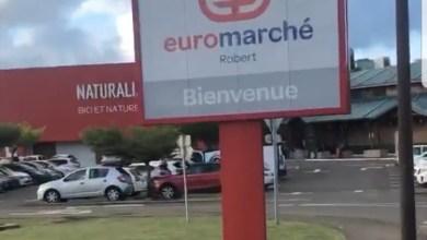 Photo of Les militants devant le centre-commercial Océanis au Robert ce samedi matin