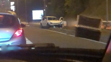 Photo of Un accident de voiture sur l'autoroute qui provoque d'importants embouteillages