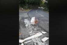 Photo de Guadeloupe : un petit cercueil blanc découvert en plein milieu d'un carrefour par des automobilistes (VIDÉO)