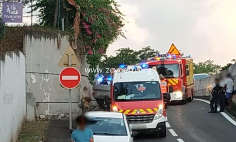 Une voiture sur le toit sur la Rocade de Fort-de-France fait un blessé, ce lundi en fin d'après-midi