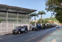 Photo de Les forces de l'ordre déjà bien présentes devant le Palais de justice de Fort-de-France (VIDÉOS)