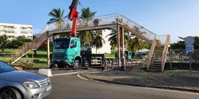 Démontage de la passerelle située à Beauséjour à Trinité.