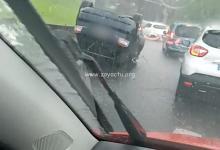 Photo de Une voiture sur le toit en sortie d'autoroute en direction Mahault
