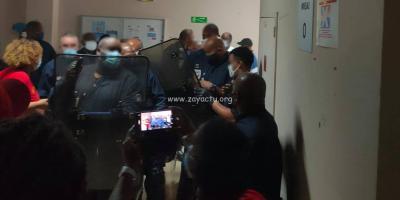 Face à face entre policiers et grévistes. Photo : Facebook UGTM Santé.