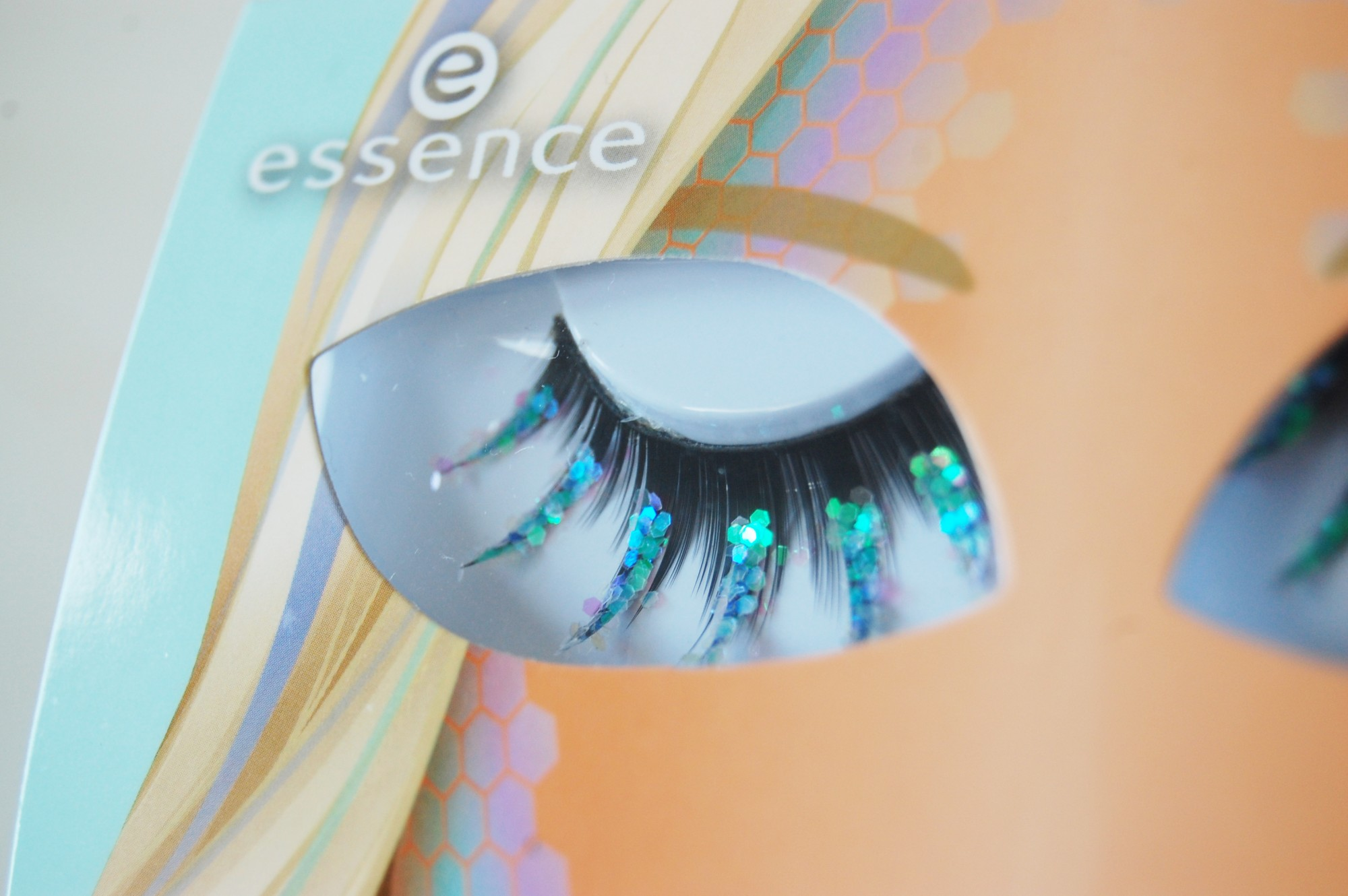 Essence Bring on the lashes trend edition