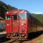 真幸駅のJR九州の観光特急列車「いさぶろう・しんぺい」号