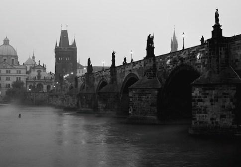 Karlův most podruhé – tentokrát černobíle