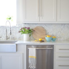 Kitchen Countertop Decor Backsplash Ideas 9 Simple Tips For Styling Your Counters Zdesign At Home How To Style Counter Tops Spring Tour Purple Tulips Lemons Decor2