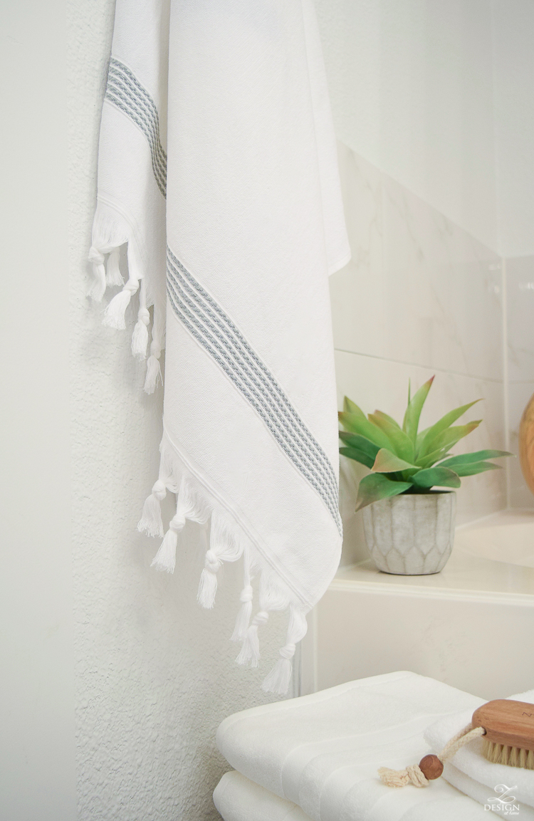 the best way to fold a bath towel + the softest hotel bath towels