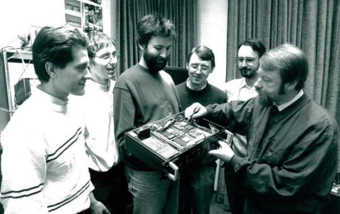 Jürgen Herre, Fraunhofer researchers Martin Dietz, Harald Popp, Ernst Eberlein, Karlheinz Brandenburg, Heinz Gerhäuser (from left) with her ASPEC-19-inch Studio units in 1991 (picture: Fraunhofer IIS)