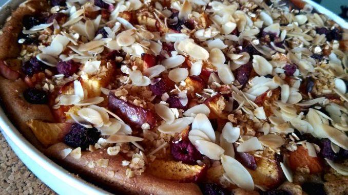 ovocný koláč s mandlovou drobenkou