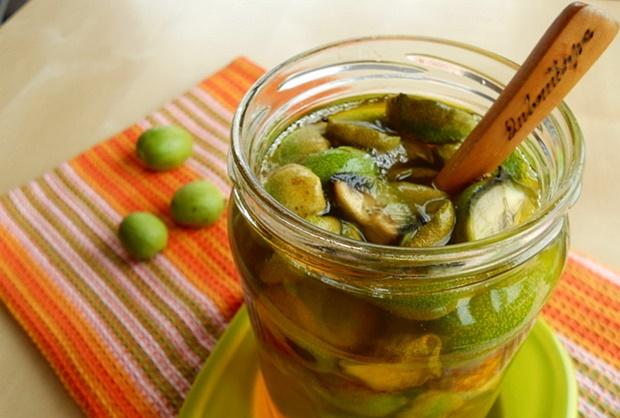 green-young-walnuts-honey-mix-juice