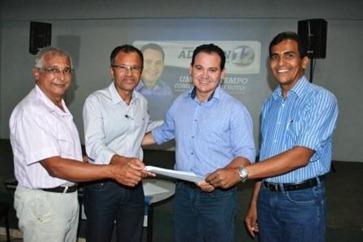 Diretores da ACIP entregaram a Agenda Mínima ao candidato Adelson Fernandes