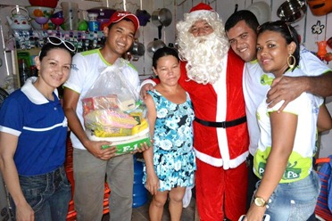 Pebinha de açucar distribui 5t de alimentos no Natal