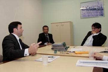 Advogado da Cosipar, à esquerda, tenta protelar pagamento das indenizações a 400 funcionários da Cosipar