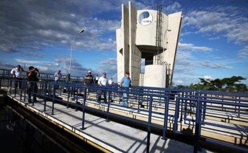 O governador Simão Jatene entregou na tarde desta sexta-feira (3), a primeira etapa da ampliação do sistema de abastecimento de água de Marabá. Orçada em R$ 99,92 milhões, dos quais R$ 43,42 milhões provenientes de recursos garantidos pelo Governo do Pará, a obra é a mais moderna estação de tratamento de água do estado. Com a ampliação, o sistema levará água tratada às casas de 26.522 famílias.  FOTO: ANTONIO SILVA/ AG. PARÁ DATA: 02.05.14 MARABÁ-PARÁ