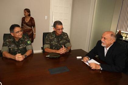 O governador Simão Jatene recebeu o general Oswaldo Ferreira  e general Cesar Rocha