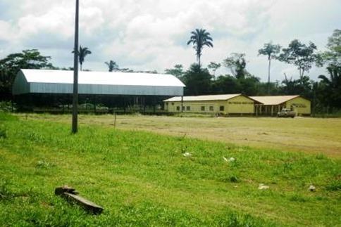 écnicos do escritório local da Empresa de Assistência Técnica e Extensão Rural do Pará (Emater) em Parauapebas, sudeste do Estado, percorreram às aldeias Ô-odjá, Djudjêkô e Cateté, dos índios Xikrin, localizadas na área da Floresta Nacional de Carajás, a cerca de 350km da sede do município. Na foto, escola instalada na comunidade. FOTO: ASCOM EMATER DATA: 05.08.2015 PARAUAPEBAS - PARÁ