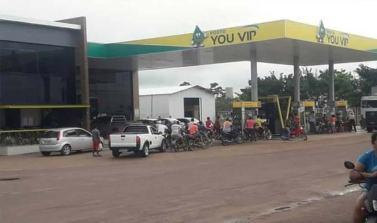 Moradores de Breu Branco lotam posto de combustíveis