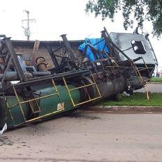 Redenção: Caminhão tomba na Avenida Araguaia