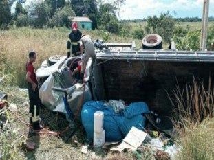 Colisão entre carreta e caminhão deixa um morto e causa interdição da BR-155