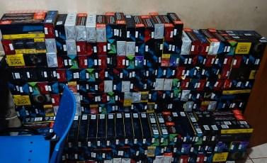 Tailândia: PM prende três e recupera carga roubada com 1.700 pacotes de cigarros