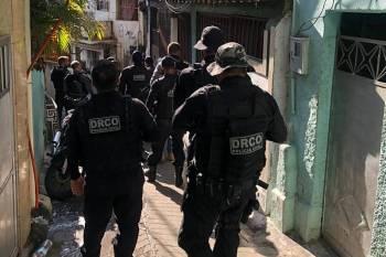 Em mega operação, PC do Pará prende criminosos que se escondiam no Complexo da Penha, no Rio de Janeiro