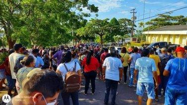 Tucuruí: Moradores de vila da Eletronorte fazem manifestação pedindo suspensão de cobrança de energia elétrica