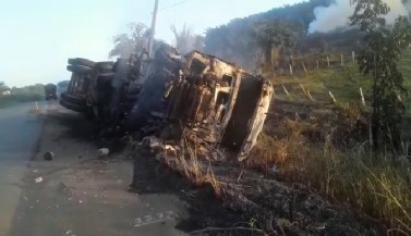 Motorista morre carbonizado após carreta tombar e ser consumida por incêndio na PA-150