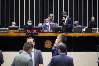 Deputados aprovam projeto que diminui preço dos combustíveis