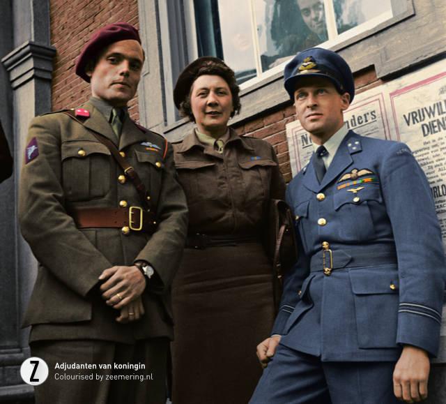 Adjudanten van koningin Wilhelmina, (vlnr. Peter Tazelaar, Rie Stokvis, Erik Hazelhoff Roelfzema).
