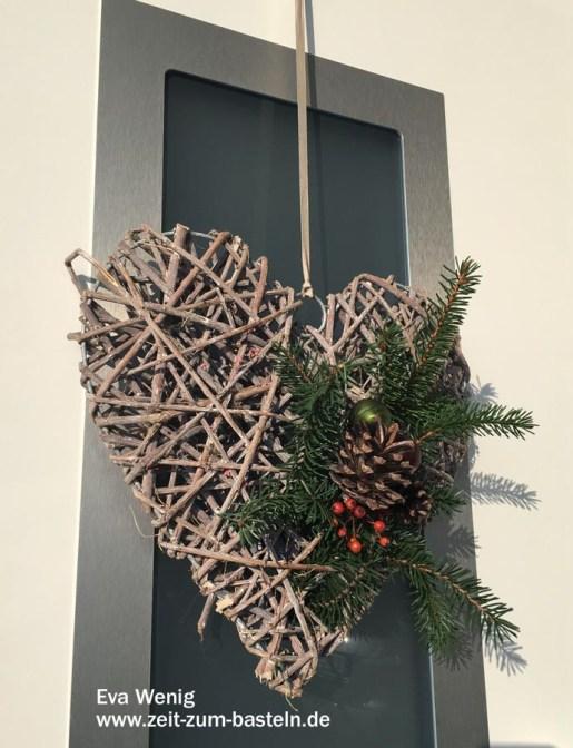 Geflochtenes Herz winterliche geschmückt - Flexible Deko rund ums Jahr - www.zeit-zum-basteln.de