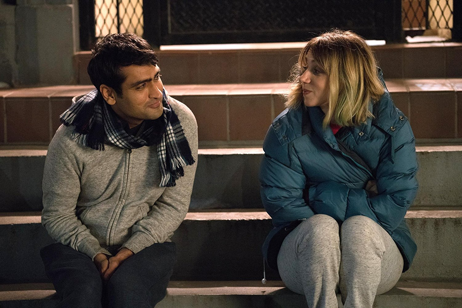 Kumail Nanjiani and Zoe Kazan in THE BIG SICK (2017)