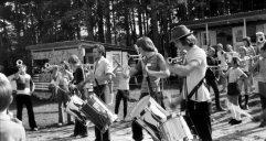 Landenhausen 1962: Der Fanfarenzug spielt