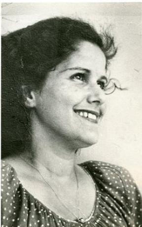 אסתר גמליאלית בצעירותה, צילום מאלבומה.