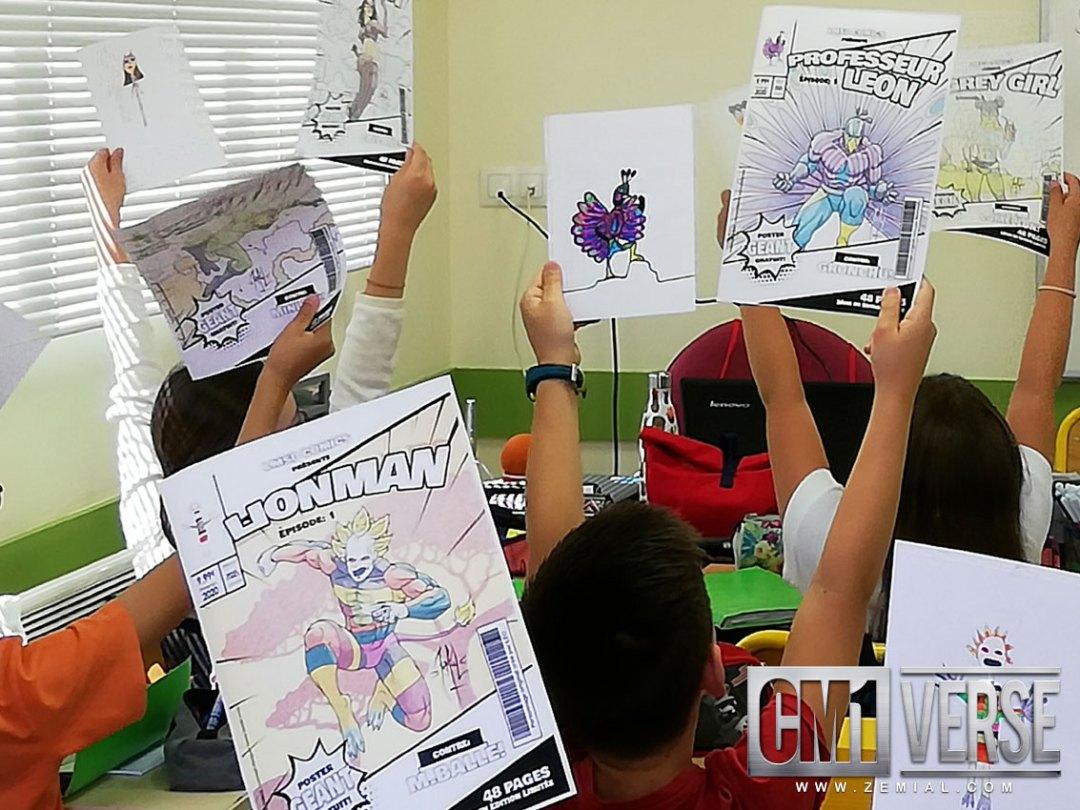 Les élèves montrant leur personnages CM1verse