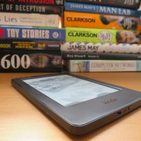 Minimalism - simplify & downsize your book collection with an ebook reader