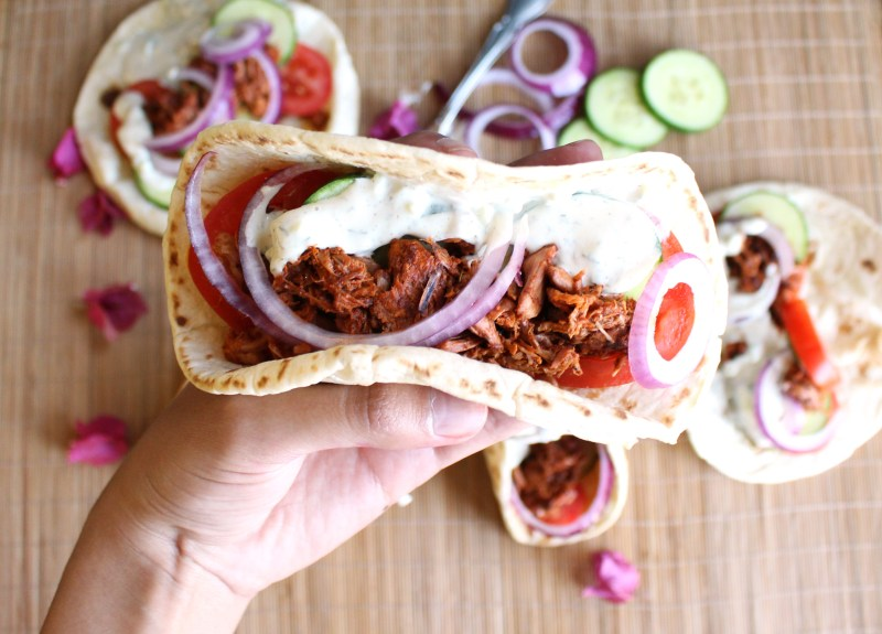 jackfruit vegan gyros gyro recipe tzatziki greek recipes food blog zenanzaatar mediterranean wrap