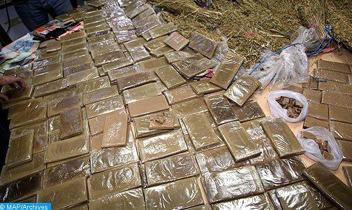 تمكنت المصلحة الولائية للشرطة القضائية بمدينة أكادير، في الساعات الأولى من صباح اليوم السبت، من إجهاض عملية لتهريب المخدرات على الصعيد الدولي، وحجز ما مجموعه طنين و230 كيلوغراما من مخدر الشيرا.