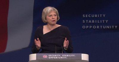 Theresa May, entra a Downing Street