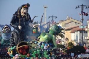 Viareggio, al Carnevale dedicato alle donne vince Biancaneve